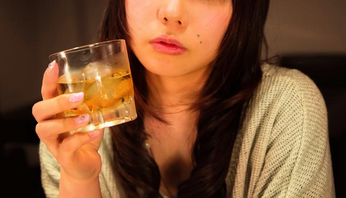 酔っている女性